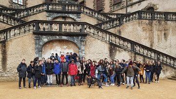 4èmes A et C devant le château de Vizille - Copie.jpg