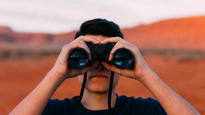 binoculars-1209011_960_720.jpg